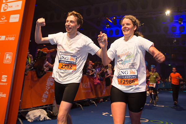 Carmen Aust und Sebastian Appelfeller beim gemeinsamen Zieleinlauf in Luxemburg.. Foto: Norbert Wilhelmi