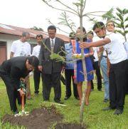 Mit Ephorus Willem Simamarta wurde vereinbart, dass in Indonesien weitere Bäume gepflanzt werden.