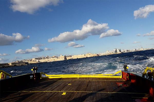 Land in Sicht, anlegen verweigert: 32 Flüchtlinge hängen seit 22. Dezember auf der Sea-Watch3 fest.