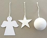 Engel, Stern und Kugel sind die Motive für den Tannenbaumschmuck.