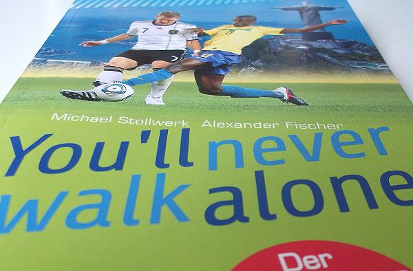 Begleitet durch 32 WM-Tage: das Buch 'You'll never walk alone'.