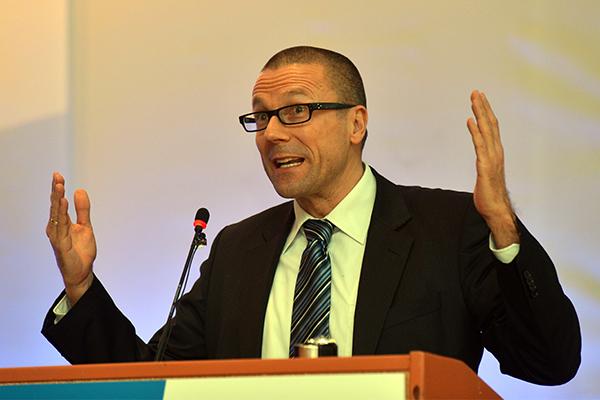 Uwe Schneidewind hält Vortrag zum Thema 'Große Transformation'