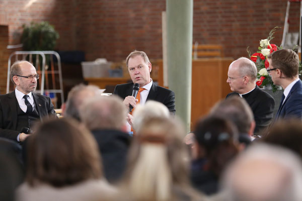 Auf dem Podium zum Sozialpolitischen Aschermittwoch: Rekowski (von links), de Geus und Overbeck