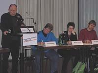 Studientag in der Akademie: Präses Nikolaus Schneider (l.) erläuterte die kirchliche Position zum Thema Frieden.