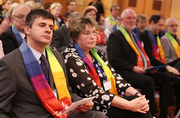 Bei der Europäischen Synodalenbegegnung in Budapest, u.a. v.l. Balazs Odor von der Reformierten Kirche Ungarns, und die rheinische Oberkirchenrätin Barbara Rudolph.