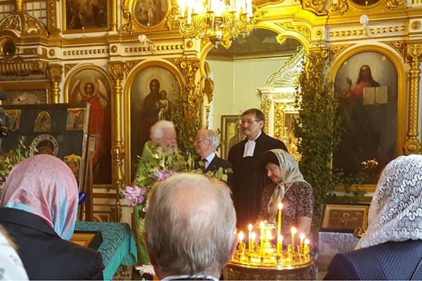 Gottesdienst zum Andenken an die Opfer im 2. Weltkrieg in Pskow, u.a. mit Oberkirchenrat Klaus Eberl (hinten r.).