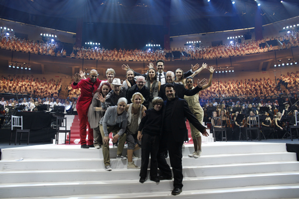 Das 'Luther'-Ensemble bei der Uraufführung in der Dortmunder Westfalenhalle. Foto: Stiftung Creative Kirche Witten