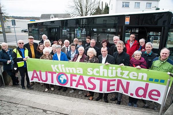 In einem Bus des Saarländischen Verkehrsverbunds SaarVV fiel der Startschuss zur Aktion Autofasten. Der Bus war vor das evangelische Gemeindezentrum in Brebach-Fechingen gekommen.