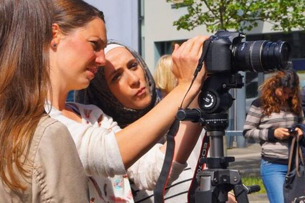 Fotoporträts entstanden, die nun in Bonn gezeigt werden.