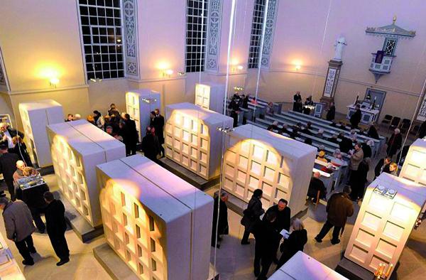 Eine Idee mit Potential? Manche Gemeinden nutzen Kirchengebäude als Urnengrabstätten. Foto: Rathke Architekten bda