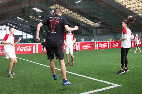 Konfirmanden-Teams spielten im landeskirchlichen Finale des KonfiCups um den Einzug ins EKD-Endspiel. Klick aufs Foto: zum Fotoalbum