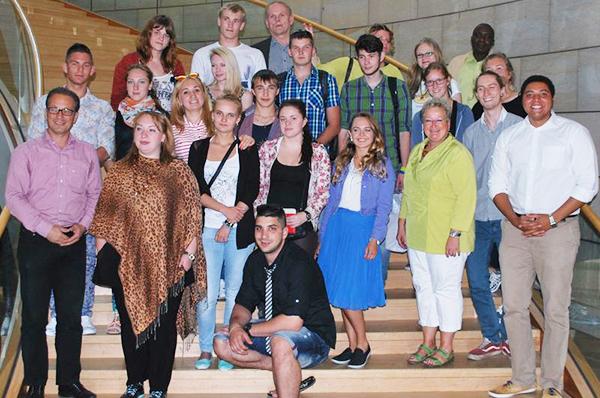 Besuchten u.a. den nordrhein-westfälischen Landtag: die Jugendlichen aus St. Petersburg.