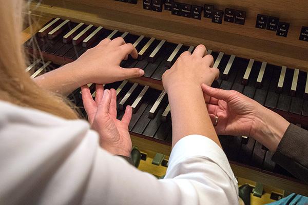 15 Jugendliche zwischen zwölf und 20 Jahren können sich beim OrgelCamp an Siegburger Orgeln erproben. Voraussetzungn zur Teilnahme sind musikalische Grundkenntnisse und mindestens zwei Jahre Klavierunterricht. (Symbolbild)