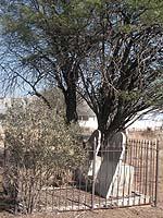 Fürsprecher für die Herero, der bereits 1901 starb: das Grab von Präses Viehe. Neben ihm ist seine Frau bestattet.