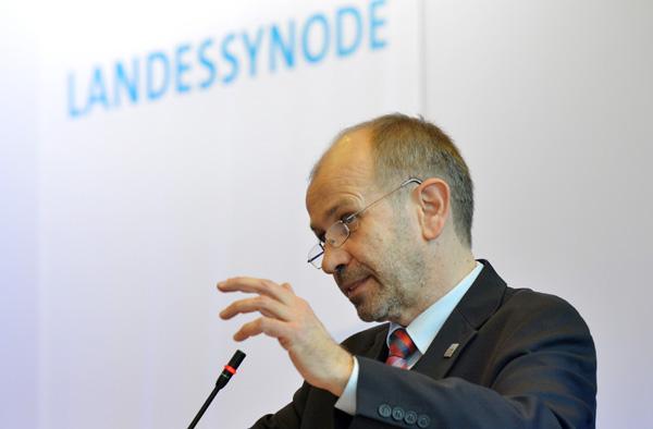 Manfred Rekowski bei seinem Bericht vor den Landessynodalen