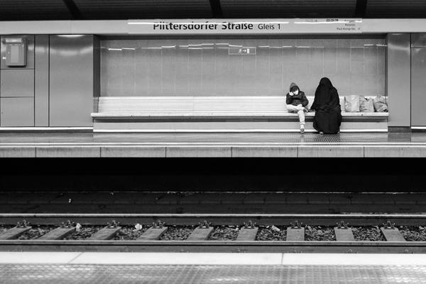 Mit seinen künstlerischen Bildern möchte der Fotograf Ulrich Püschmann die Betrachtenden berühren und einladen, sich auf Menschen einzulassen, die einem auf den ersten Blick fremd sind.
