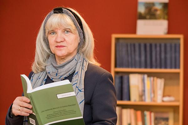 Die Bornheimer Theologin Beate Schutte hat sich für ihre Dissertation gezielt mit dem Widerspruch Bonhoeffers gegen die menschenverachtende Ideologie der NS-Zeit und der darauf fußendenen Euthanasie beschäftigt.
