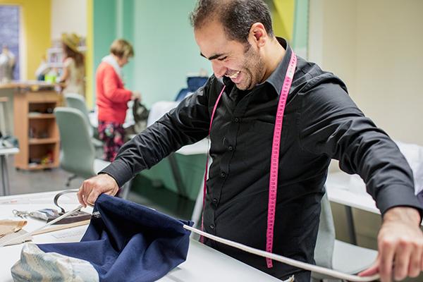 """Jaudat Sido stammt aus dem syrischen Aleppo. Er hat das Modelabel """"Hudhud couture and vintage"""" mitgegründet."""