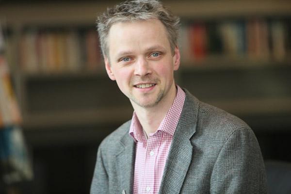 Pfarrer Dr. Volker Haarmann ist Leitender Dezernent für Theologie im Landeskirchenamt. Von 2011 bis 2017 war er Landespfarrer für den christlich-jüdischen Dialog.