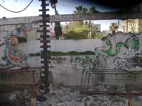 Auch eine der Außenmauern des Al-Ahli-Krankenhauses in Gaza-Stadt wurde beschädigt: Das Hospital wird unter anderem von der Diakonie Katastrophenhilfe unterstützt. Foto: ACT International