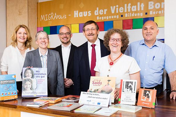 Voller Energie für die 'Sprachräume': Barbro Rönsch-Hasselhorn (v.l.), Kirsten Arnswald, Chrstian van den Kerckhoff, Klaus Eberl, Helga Schwarze und Dr. Hidir Celik.
