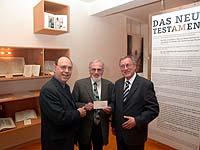Besuch im Bibelwerk (v.l.): Präses Schneider,  Bibel-Werk-Vorsitzender Boecker und Hermann Geiger.