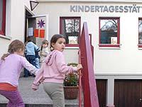 Kinder brauchen Kindertageseinrichtungen, die Träger finanzielle Entlastung - so die Hauptforderung der rheinischen Kirche.