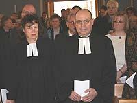 Einzug zu Beginn des Gottesdienstes: Präses Scheider und Vizepräses Bosse-Huber.