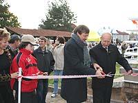 Oberkirchenrat Klaus Eberl und Stadtpräsident Michail Choronen bei der feierlichen Einweihung in Pskow.