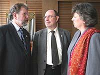 Dr. Ullrich Wimmer mit Präses Nikolaus Schneider und Vizepräses Petra Bosse-Huber.