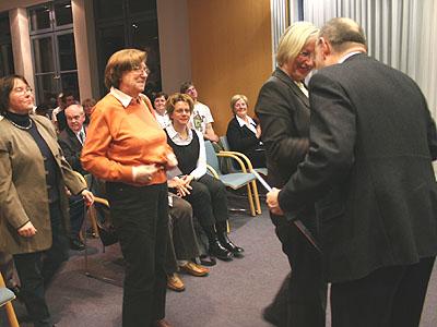 https://www.ekir.de/www/mobile/m-images/ekir2007-12-08ehrenamtspreis-langenberg_7504a.jpg