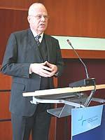 Globalisierung hat nicht nur Schattenseiten: Prof. Dr. Meinhard Miegel auf der Landessynode 2008.