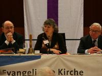 Zukunftsweisende Entscheidungen: Präses Schneider, Vizepräses Bosse-Huber und Vizepräsident Drägert auf der Landessynode 2008 (v.l.).