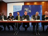 """Pressekonferenz zum Hauptthema der Landessynode 2008 """"Globalisierung""""."""