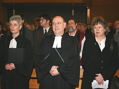 Eröffnungsgottesdienst der Landessynode 2009: Pfarrerin Andrea Aufderheide (l.), Präses Nikolaus Schneider und Vizepräses Petra Bosse-Huber.