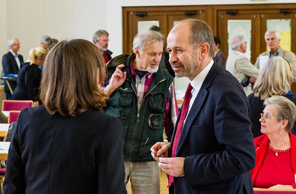 Gegen eine Polarisierung: erstes Treffen des Netzwerks 'Israel-Palästina-Rheinland', u.a. mit Präses Manfred Rekowski.