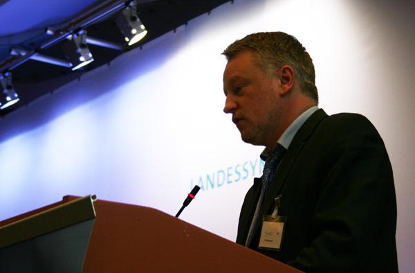 Ulrich Commerçon vor der Landessynode