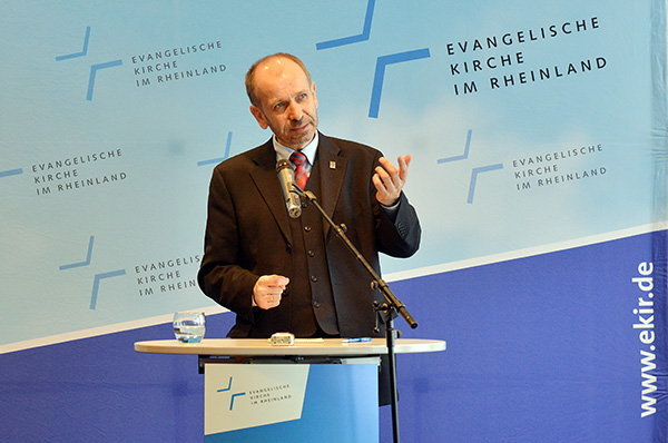 Präses Manfred Rekowski bei der Auftaktpressekonferenz der Landessynode 2014.