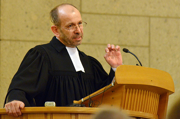 Präses Manfred Rekowski bei seiner Predigt im Eröffnungsgottesdienst der Landessynode 2014.