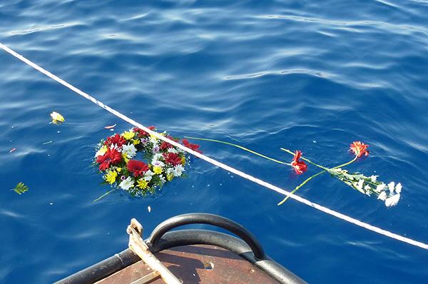 Gedenken für Tote: Kirchenvertreter und Politiker aus NRW gedachten der verstorbenen Flüchtlinge im Mittelmeer. epd-Foto