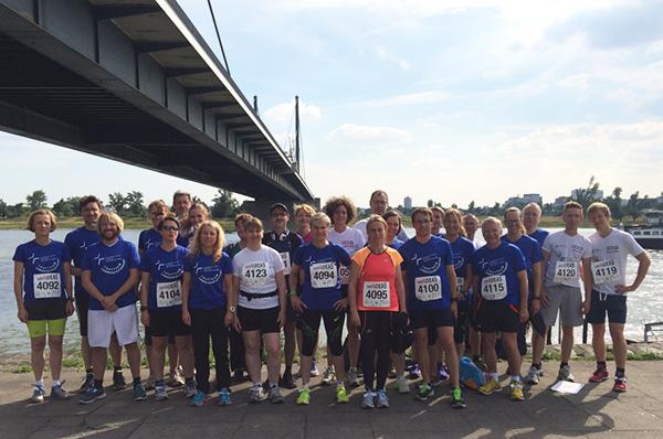 Fast vollständiges Laufteam: Insgesamt sind 28 Frauen und Männer im Team Landeskirchenamt beim 'Rund4Ideas' mitgelaufen.