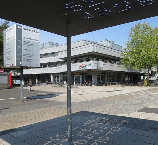 'Restlicht' heißt die Skulptur von Werner Mally, zurzeit in Köln auf dem Albertus-Magnus-Platz auf dem Uni-Gelände zu sehen.
