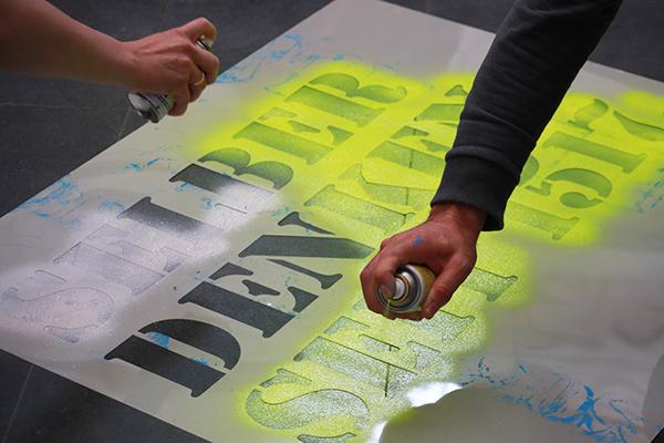 Idee zum Reformationsjubiläum: Worte im öffentlichen Raum sprayen.