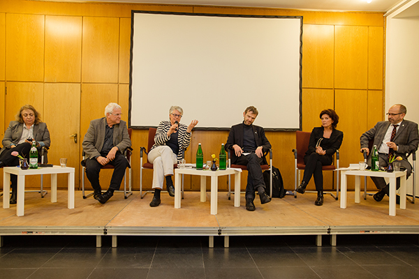 Podiumsgespräch über die Silvesternacht, v.l.: Ekaterina Degot, Rolf Domning, Helga Blümel, Joachim Frank, Christine Kronenberg und Manfred Rekowski.