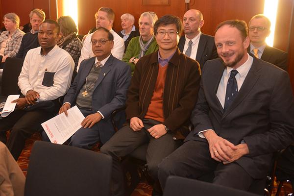 Mitglieder des IKK besuchen die Landessynode 2016.