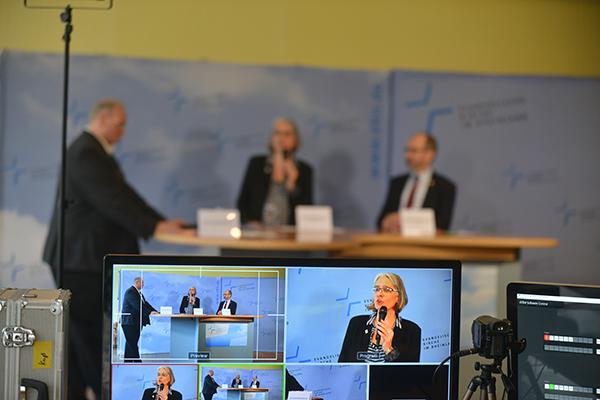 Kurz und knackig: Dr. Ilka Werner stellte bei der Auftakt-Pressekonferenz der Landessynode 2017 den Reformations-Impuls vor.