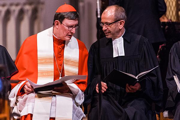 Erzbischof Rainer Maria Kardinal Woelki und der Präses Manfred Rekowski bei der Ökumenischen Vesper im Altenberger Dom. Im Mittelpunkt stand der einende Band der Taufe.