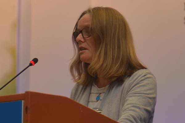 Claudia Malzahn, Gefängnispfarrerin in Köln, bei ihrer Wortmeldung auf der Landessynode.