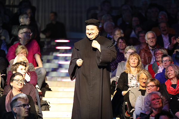 Der Comedian Hagen Range verlieh auf der Reformationsgala Luther seine Stimme.