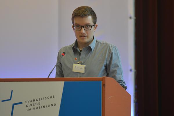 Philipp Leibner bei seiner Wortmeldung vor der Landessynode 2017.
